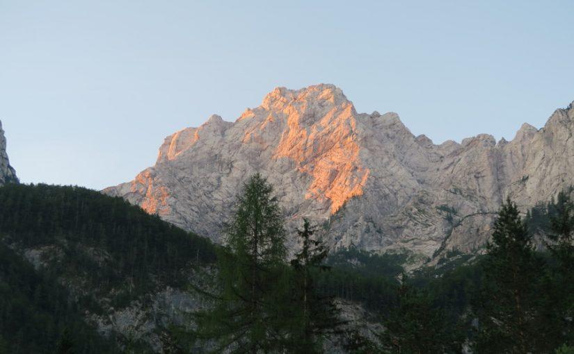 Plezanje na planinskem taboru v Robanovem Kotu